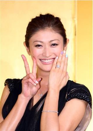 Yamada Yu holds press conference regarding her marriage ...