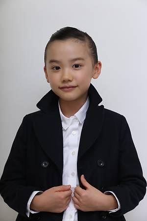 芦田愛菜の黒いジャケット