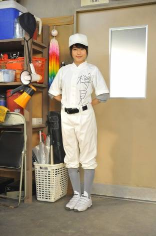 Arimura Kasumi transforms from manager to baseball player in